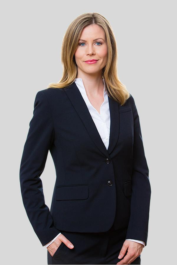 Dr. Angela Knierim